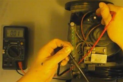 Проверка кнопки пылесоса тестером
