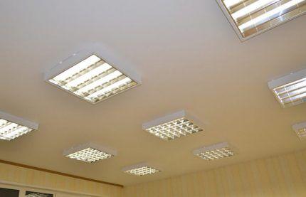 Растровые светильники в натяжном полотне