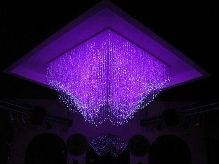 Декоративное оформление потолка оптоволоконными нитями