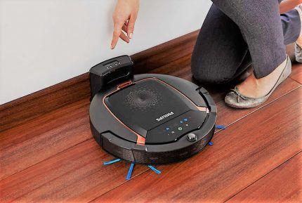 Робот-пылесос заряжается на базе