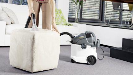 Очистка мягкой мебели пылесосом
