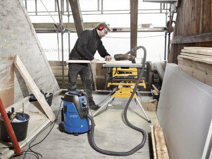 Пылесос работает в режиме пылеудаления