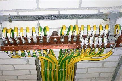 Заземляющая зеленая-желтая жила