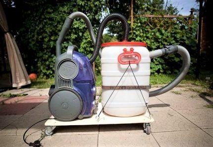 Циклонный пылесос на тележке