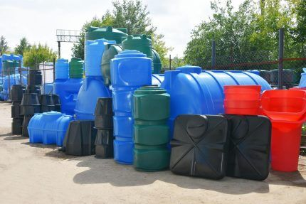 Пластиковые емкости с пазами