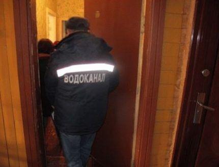 Водоканал проверяет показания счетчиков