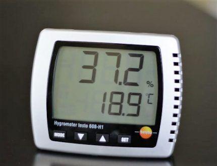 Гигрометр с системой оповещения