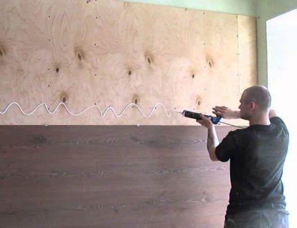 Заключительный процесс отделки стен