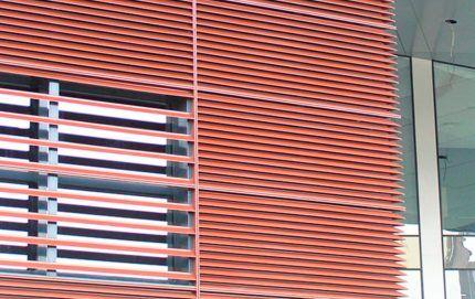 Наружная металлическая вентиляционная решетка