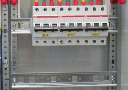 DIN-рейка для крепления аппаратуры