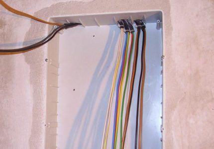 Провода заведены в электробокс