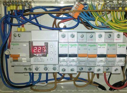 Реле напряжения в электрощите