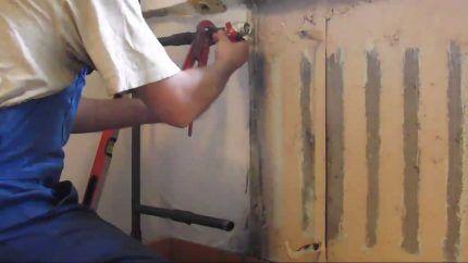 Демонтаж старого радиатора