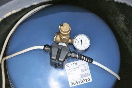 Гидроаккумулятор с реле давления
