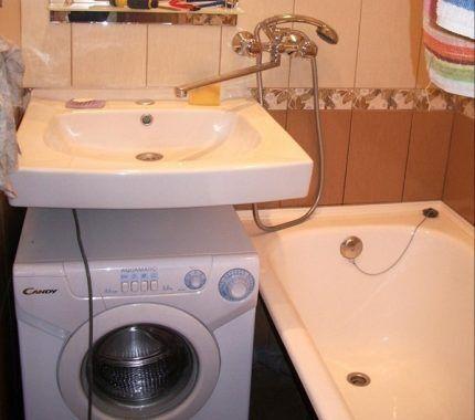 У раковины и ванны общий смеситель