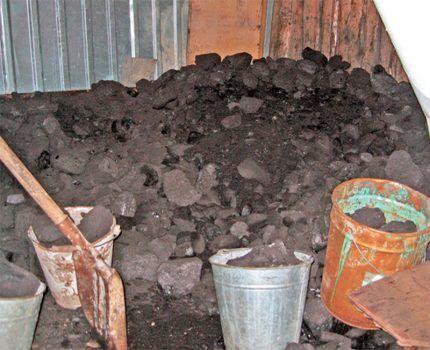 Уличный склад угля