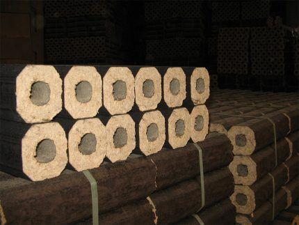 Прессованные брикеты для отопления