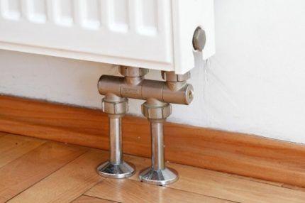 Радиатор с подводом воды снизу
