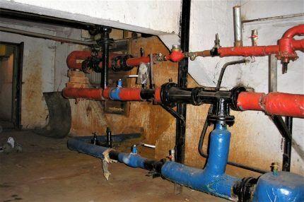 Редукторы давления воды в подвале