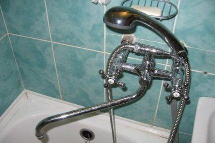 Двухвентильный смеситель для ванн