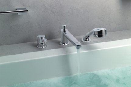 Одновентильный смеситель для ванн