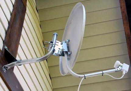 Установленная спутниковая антенна
