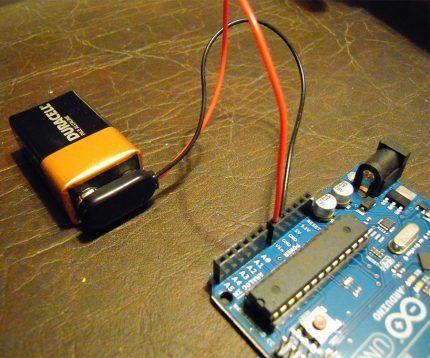 Питание Arduino от комплекта батареек
