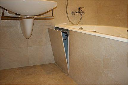 Прямоугольный ревизионный люк под ванной