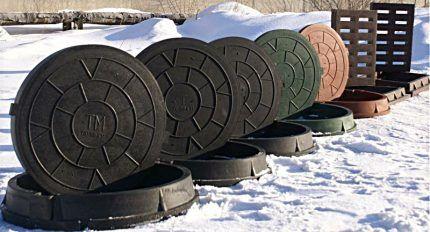 Канализационные люки на снегу