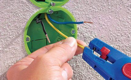 Как очистить кабель от изоляции без обжига