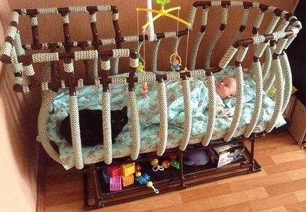 Кроватка-корабль из пластиковых труб