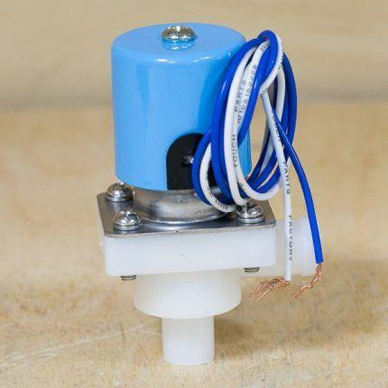 Соленоидный клапан с проводами питания