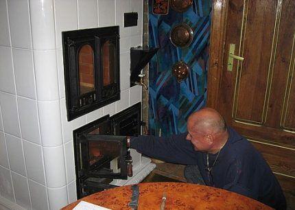 Облицованная плиткой печь Волкова