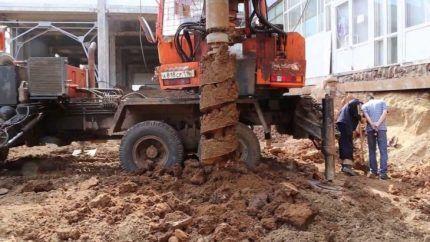 Бурение шнеком в глине