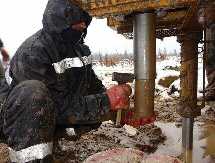 Извлечение керна из колонковой трубы