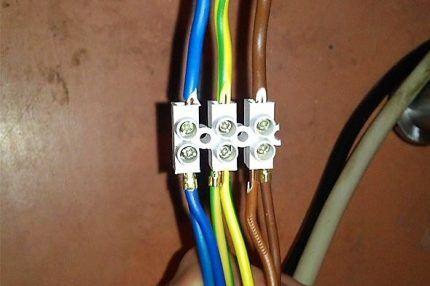 Клеммное соединение проводов
