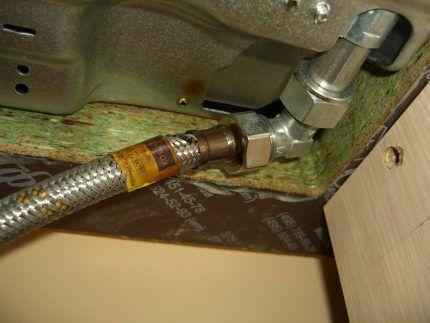 Сильфонный шланг для газовой трубы