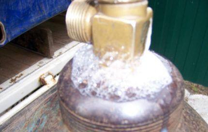 Проверка утечки газа мыльным раствором