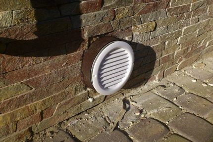 Решетка на вентиляционном клапане