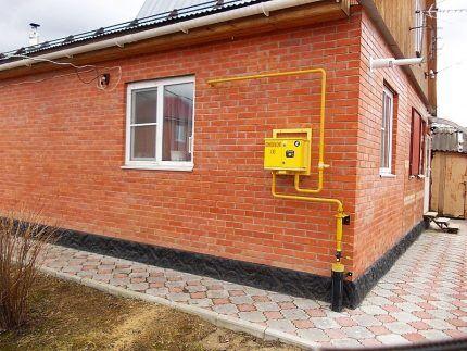 Газопровод покрыт эмалью желтого цвета