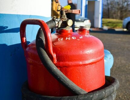 Процесс наполнения газового баллона