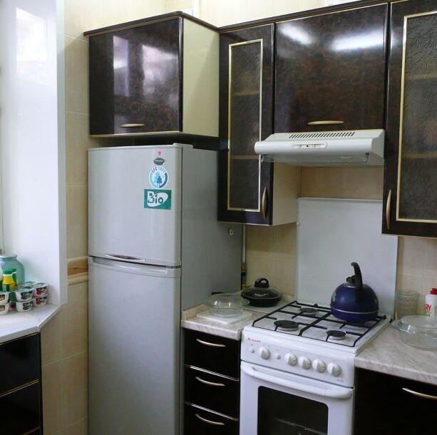 Размещение газовой плиты с холодильником что поставить между плитой и холодильником Можно ли ставить их рядом Можно ли устанавливать возле плиты стиральную машину и вешать над ней шкаф