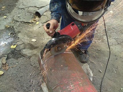 Разрез газового ресивера при помощи болгарки