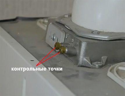 Контрольные точки (штуцеры) для проверки уровня тяги газовой колонки