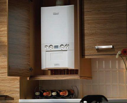 Встроенный вариант установки газового котла настенного типа