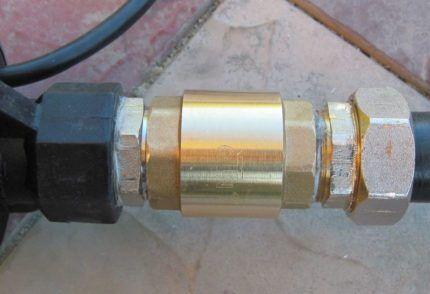 Обратный клапан на погружном насосе