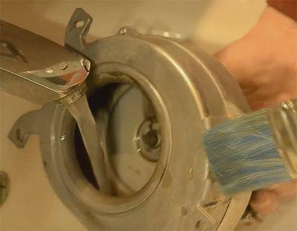 Очистка улитки и лопастей вентилятора газовой колонки