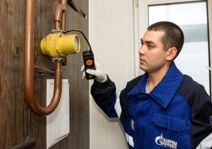 Проверка на утечку газа в подъезде