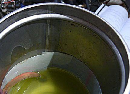 Масло в корпусе насоса
