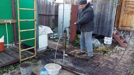 Использование ручного насоса для бытовых нужд